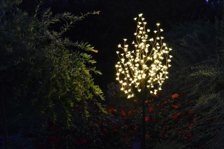 Dekorativní LED osvětlení - strom s květy 150 cm, teple bílé