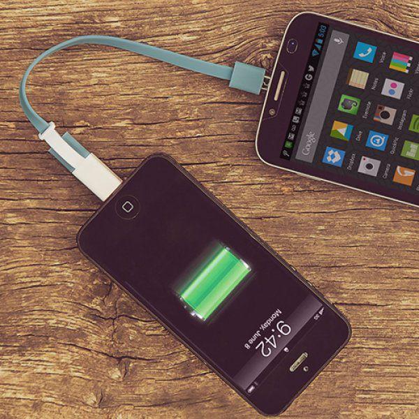 Oboustranný nabíjecí kabel pro smartphone