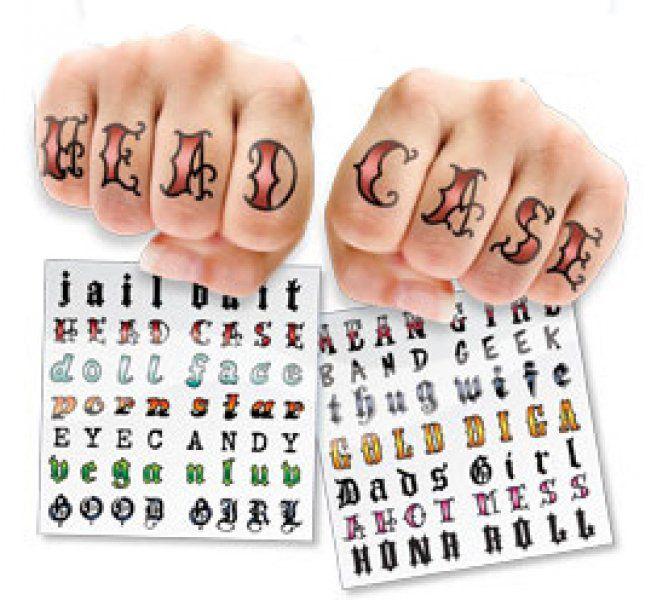 Tetování na prsty - žena